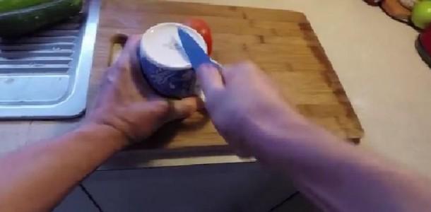 Suas-facas-não-cortam-bem-Aprenda-a-afiar-com-algo-que-todos-temos-em-casa