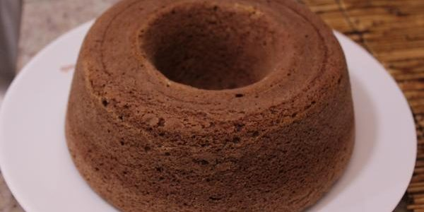 img_bolo_de_chocolate_simples_e_fofo_4770_600