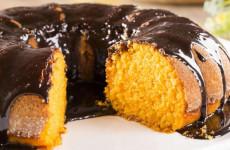 bolo-de-cenoura-com-cobertura-de-chocolate-600x400